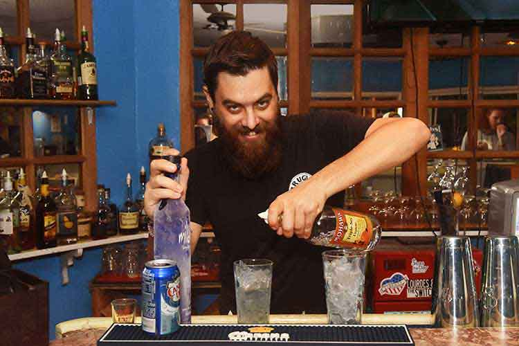 bartender_smiling_while_mixing_cocktail_at_flamoyan